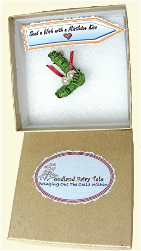 Picture of Woodland fairy Tale Mistletoe Brooch in Gift Box